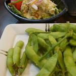 旬菜 すがや - ポテサラ330円と枝豆330円。