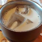 コメダ珈琲店 - たっぷりアイスミルクコーヒー540円 (アイスオーレよりミルクが多い)