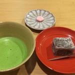52488319 - 抹茶と季節の生菓子(800円)