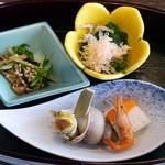 皆美 - ほうれん草おひたし、エノキと水菜な塩昆布和え、帆立貝しんじょ、バイ貝
