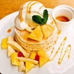 パンケーキママカフェ VoiVoi - パインアイスとアーモンドバターのパンケーキ