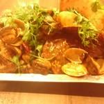 四川麻辣湯 - 料理写真:恐るべし裏メニューのザーペイ 本場四川の本格的な辛旨貝料理 量も衝撃の貝80個てんこ盛り 大好きなパクチーまで