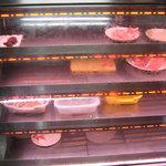 ありい亭 - ショーケース お肉すっからかん。