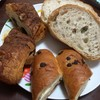パティスリー ル・ド・ブリク - 料理写真:左からパン・オ・ショコラ、ミルクバトン、カンパーニュ(サンドイッチにしてます)