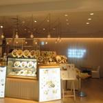 24/7 cafe apartment  - 福岡パルコ新館の3階にある女性に人気のお洒落なカフェレストランです。