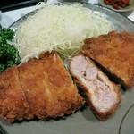 豚珍館 - ・「とんかつ定食(¥900)」のアップ。