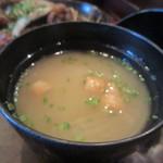 泰元食堂 - 定食のお味噌汁はワカメのお味噌汁でした。