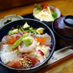 益元 - 海鮮丼(\1180税込み)