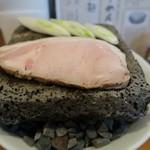 エンターテイ麺ト スタイル ジャンク ストーリー エムアイ レーベル - 溶岩プレート