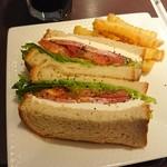 サンドイッチカフェ リール - ライ麦パンのペッパーハム