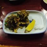 お多福 - モズクの天ぷら、レモン塩ですこぶる旨い