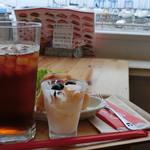 高虎ドッグ - ヨットハーバーを眺めながらのモーニング