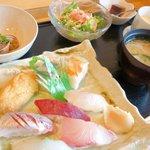 鮨 睡蓮 - お寿司盛り合わせ定食