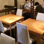 祇園きなな - 2階テーブル席
