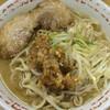ラーメン二郎 - 料理写真:ラーメン 700円 麺半分・ヤサイもニンニク少なめでアブラちょっと