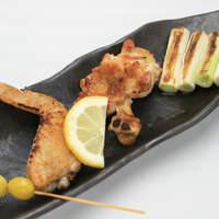 新鮮な地鶏と、毎日、築地で仕入れる旬の野菜を食べられるお店。
