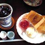 カフェ ド トレボン - アイスコーヒーとトースト