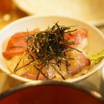 七蔵 - カンパチとまぐろのミックス丼