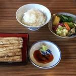 なか川 - ご飯と一緒に定食の完成です。ご飯と一緒だとわさび醤油も良しです。お新香が有難いですね。