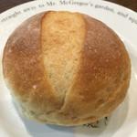 しげくに屋55ベーカリー - まるパン(しげくに屋×前田農産)@130円