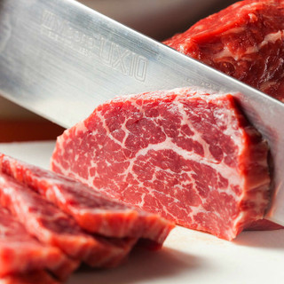 銀座の老舗≪吉澤商店≫の目利きにより厳選された黒毛和牛を使用