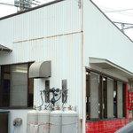ラーメン豚富士 - お世辞にも頑丈な建物ではありません・・・
