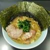 真鍋家 - 料理写真:ラーメン700円。麺硬め。海苔増し100円。