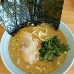 新岡商店 - 料理写真:ラーメン650円。麺硬め。