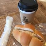 52836654 - 本日のコーヒーと中ロールを使ったコーヒークーリムパン
