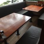 ぎやまん亭 - 内観写真:内観/テーブル席