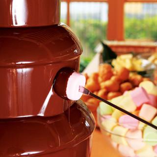 嬉しいデザートの食べ放題!チョコファウンテン♪