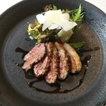 アレグロ コン ブリオ - 軽く燻した鴨肉のパデッラ ヴィンコットと卵黄のソース