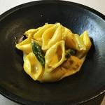 アレグロ コン ブリオ - 真鯛とアスパラのコンキリエ サフランの香るクリーム