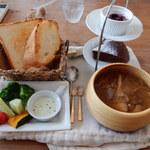 フォースカフェ - 牛肉のビール煮(パン、サラダ、デザート、ドリンク付き)1,500円