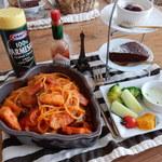 フォースカフェ - ナスとベーコンのアラビアータ(サラダ、デザート、ドリンク付き)1,500円