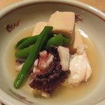 釜あげうどん はつとみ - 蛸と高野豆腐の煮物