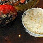 焼肉 ぐろーばる - 大盛り御飯とスープ