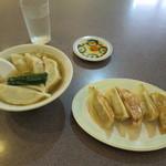 味一番 - 水餃子/焼餃子