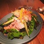 RH Cafe - ポークとケールのサラダ