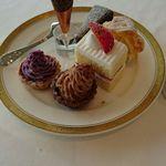 高崎ビューホテル - プチケーキがたくさん。