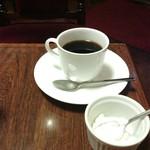 52914367 - ホットコーヒーには、甘くないホイップクリームつき。