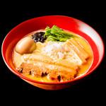 りょう花 - 鶏白湯味玉らー麺 890円(税別)