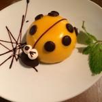 ナルーカフェ - テントウ虫のケーキ