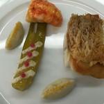 52925670 - クリスピーに焼いた甘鯛 うちわ海老とミニフヌイユのグラッセ オレンジ風味 魚介の旨味たっふ?りなジュ