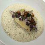 52925672 - 黒鮑のバターポッシェ 花紫蘇添え 鮑の肝とバルサミコのソースで和えたポテトのソテー ジロル茸のブイヨンムース