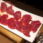 銀座羊屋 はなれ - ラムハツ(1人前¥918)。あっさり味の塩だれで、ザクザク食感
