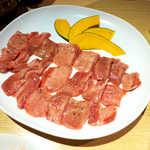 銀座羊屋 はなれ - 特上ラムタン塩(2人前¥1685)。柔らかくてクセがない、パクパク食べられる