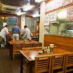 京屋本店 - 店内(テーブル席)