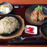 ぎやまん亭 - 料理写真:焼きめしととりの唐揚げセット(890円)