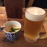 東灯 -  プレモル生380円とお通しの冷たい茶碗蒸し300円(共に税別)